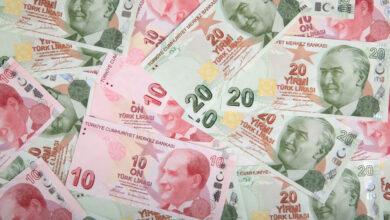 صورة ضربة جديدة للاقتصاد التركي..هبوط قياسي لليرة مقابل الدولار