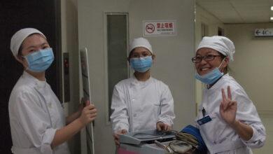 صورة فريق منظمة الصحة يزور المستشفى الذي استقبل أولى حالات الإصابة بكورونا في ووهان