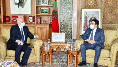 صورة رئيس فيفا ينوه بالتزام العاهل المغربي لفائدة تطوير كرة القدم