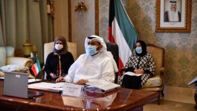 صورة شاهد: وزير الصحة الكويتي يحذر .. كورونا معانا إلى يوم القيامة