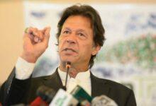 صورة عقب يومين من تلقيه اللقاح.. إصابة رئيس وزراء باكستان بفيروس كورونا