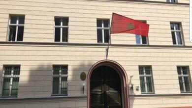 صورة شاهد: متطرفون ينزعون علم المغرب من قنصلية برلين