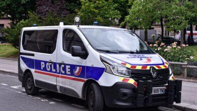 صورة اعتقال 3 أشخاص في فرنسا عقب قتل شرطية طعنا بالسكين