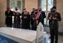 صورة ظهور رسمي للعاهل الأردني بمعية الأمير حمزة منذ الأزمة