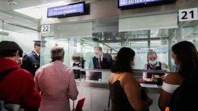 صورة شاهد: رئيس الوزراء الفرنسي يتفقد القيود الجديدة على السفر على القادمين من 5 دول