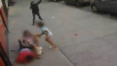 صورة شاهد: طفلة تحمي شقيقها من الرصاص خلال هجوم مسلح بنيويورك