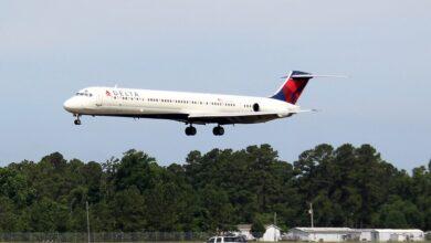 صورة شاهد: مسافر يرعب ركاب طائرة أمريكية