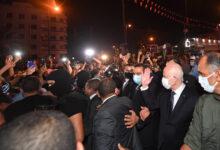 صورة استجابة لمطالب المتظاهرين.. الرئيس التونسي يطيح بالحكومة ويجمد أنشطة البرلمان