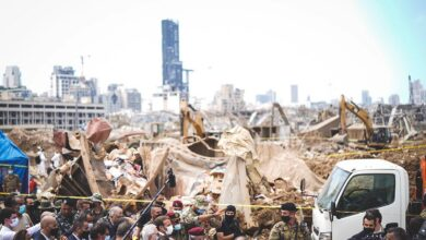 صورة ماكرون الغاضب من الأزمة المستفحلة في لبنان يعد بمئة مليون يورو إضافية لدعم الشعب اللبناني