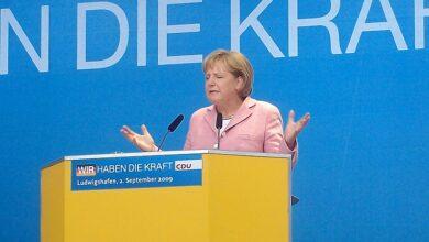 صورة بدء التصويت في ألمانيا في انتخابات تطوي صفحة المستشارة أنغيلا ميركل