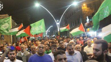 صورة شاهد: الفلسطينيون يحتفلون بفرار 6 أسرى من سجن جلبوع الإسرائيلي