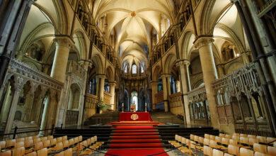 صورة فضيحة في فرنسا..أزيد من 216 ألف طفل ضحايا اعتداءات جنسية ارتكبها رجال دين كاثوليك