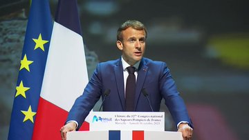 صورة ماكرون يندد بجرائم غير مبررة ارتكبتها فرنسا بحق جزائريين في باريس عام 1961